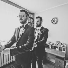 przygotowania do ślubu pan młody z bratem
