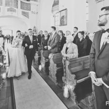 panna młoda wejście do kościoła z tatą