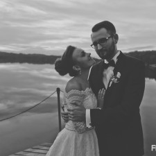 para młoda plener w czasie ślubu zdjęcia młodej pary