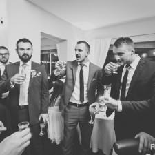 na weselu wódka się pije