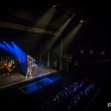 fotografia koncertowa o.s.t.r.życie po śmierci koncert w teatrze muzyka na żywo genialny koncert ostry na żywo